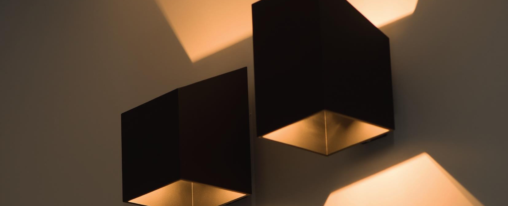 oświetlenie nad lustro i obraz